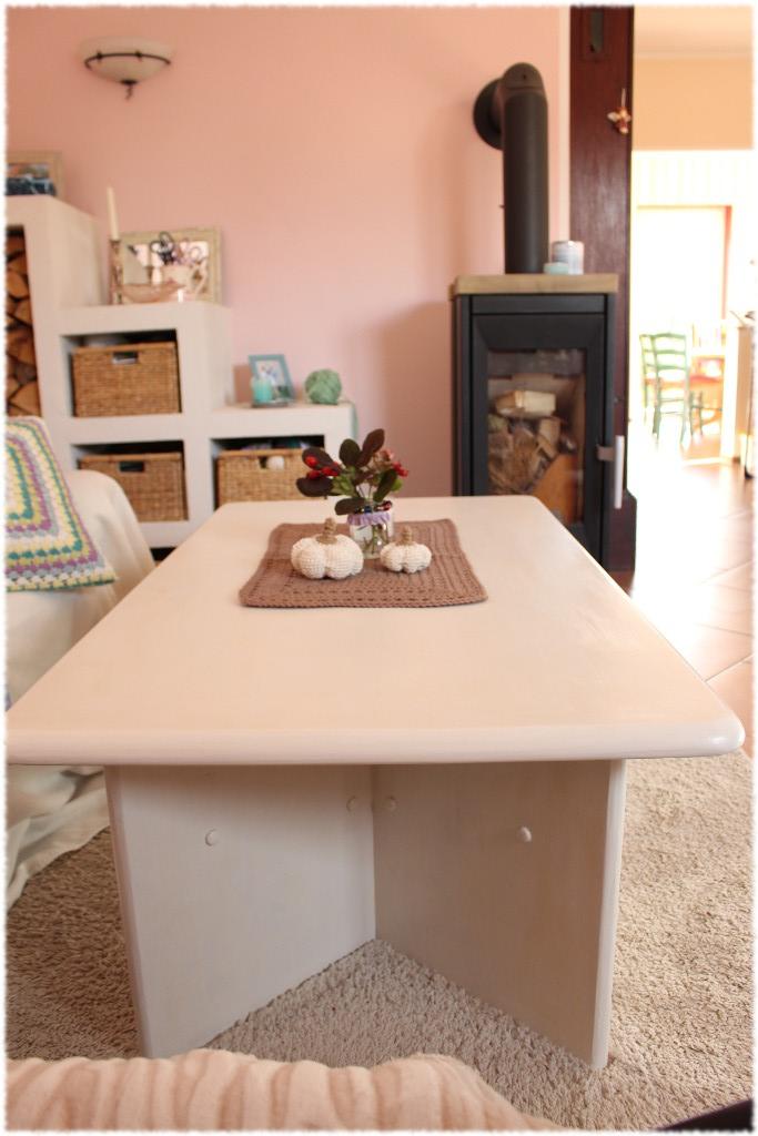ein tisch wird wei undiversell. Black Bedroom Furniture Sets. Home Design Ideas