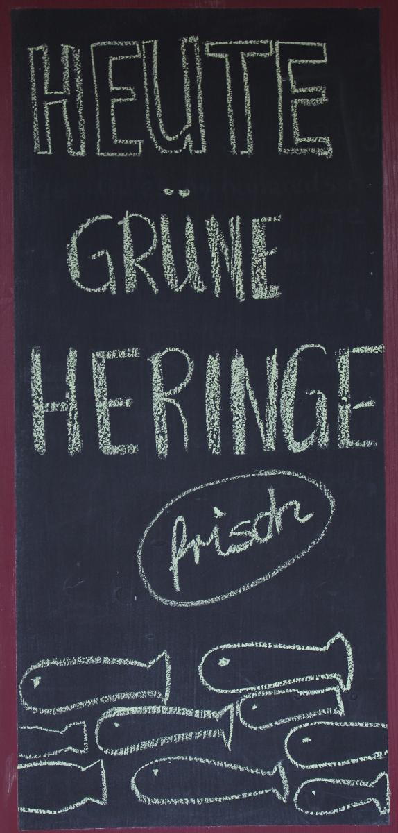 Heringe-genäht-Tischdeko-Tafel-beschriftet
