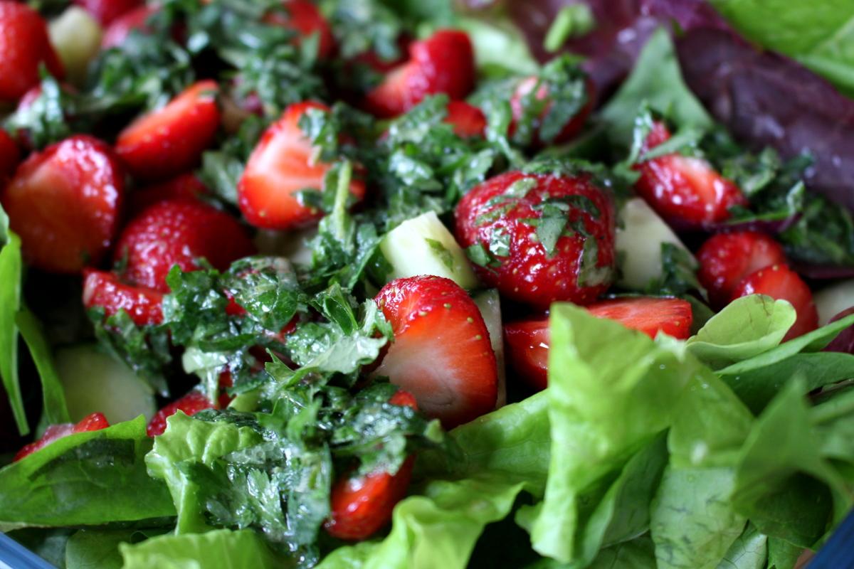 Erdbeer-Melisse-Babyspinat-Salat10