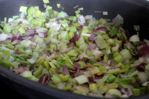 Rindfleischtopf-mit-Porree-getrockneten-Aprikosen-und-Kartoffelhaube01