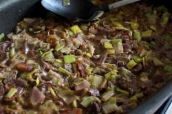 Rindfleischtopf-mit-Porree-getrockneten-Aprikosen-und-Kartoffelhaube03