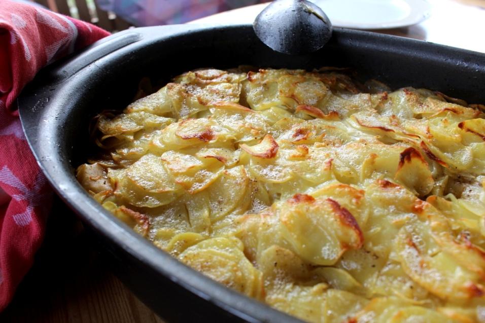 Rindfleischtopf-mit-Porree-getrockneten-Aprikosen-und-Kartoffelhaube07