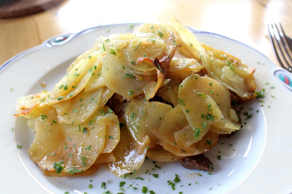 Rindfleischtopf-mit-Porree-getrockneten-Aprikosen-und-Kartoffelhaube08