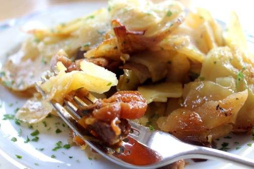 Rindfleischtopf-mit-Porree-getrockneten-Aprikosen-und-Kartoffelhaube10