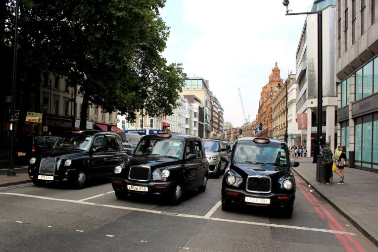 London_1Verkehrsmittel_blackcaps01