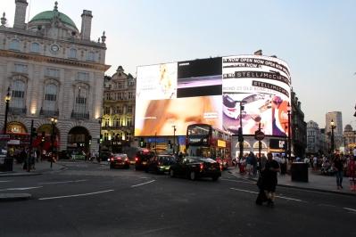 London_4Klassiker_PicaddillyCircus02