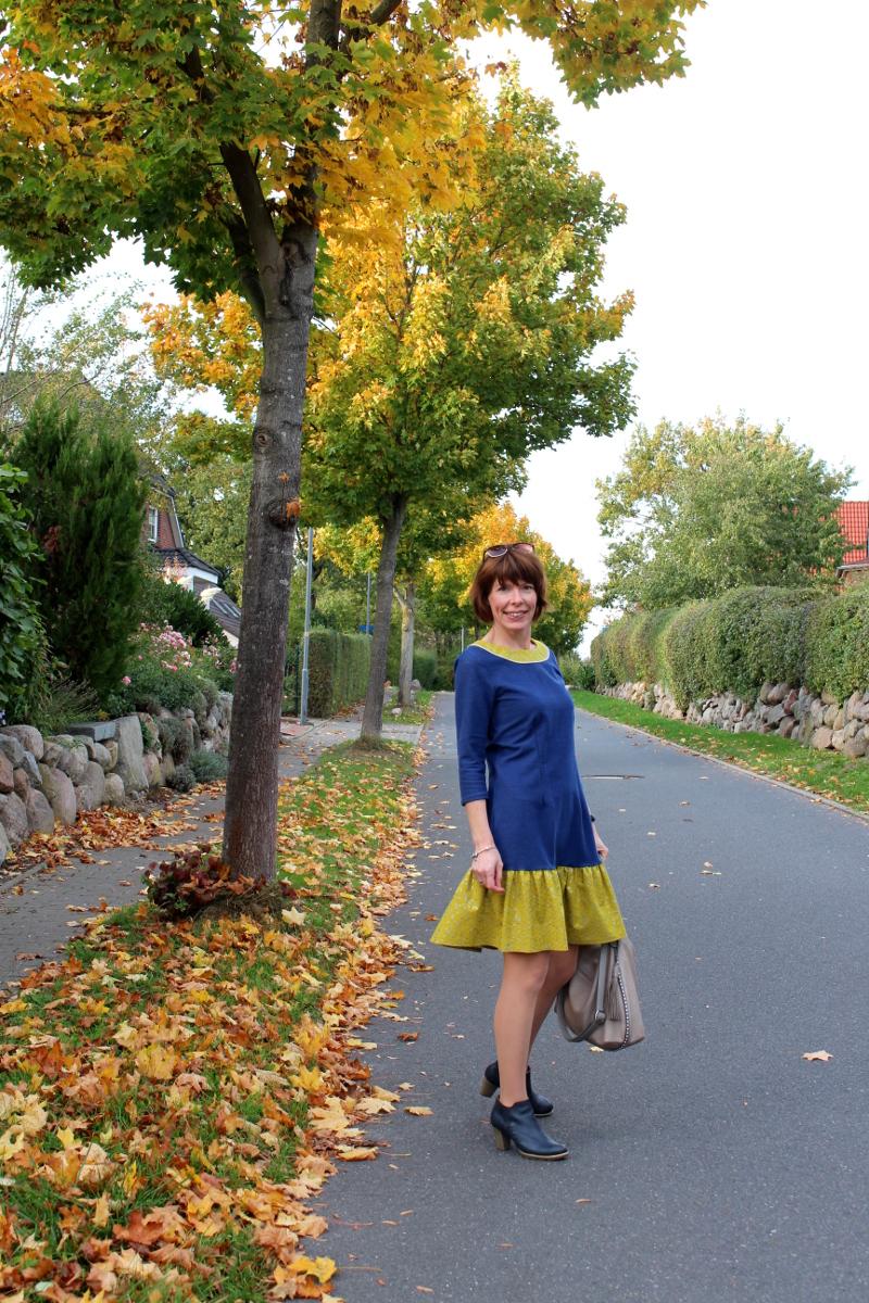Kleid-selbstgenäht-mit-Rüschen-und-Knopfleiste-Mabinta08