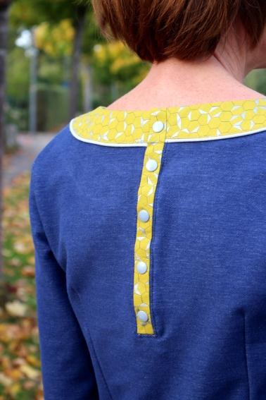 Kleid-selbstgenäht-mit-Rüschen-und-Knopfleiste-Mabinta16