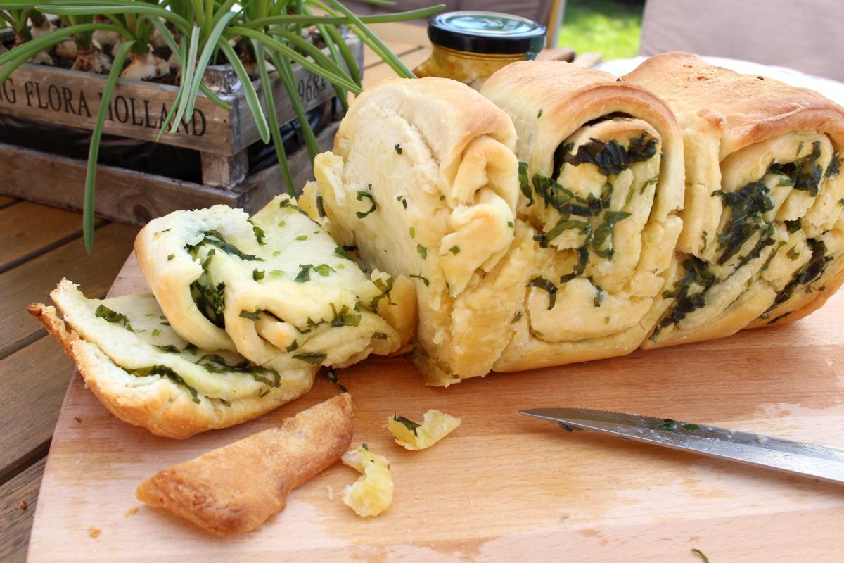 Bärlauch-Knoblauch-Brot11