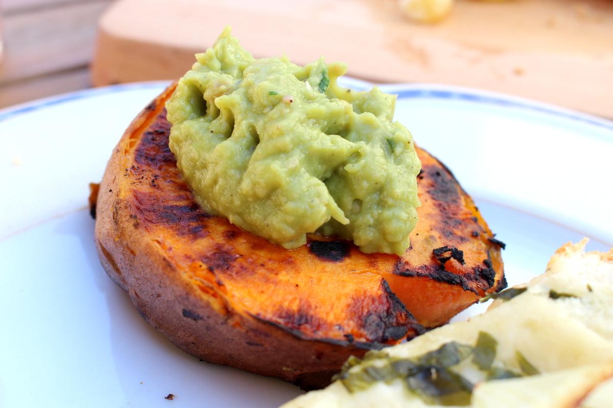 Grillen-vegetarisch-Avocado-Kichererbsendip-Süßkartoffel01