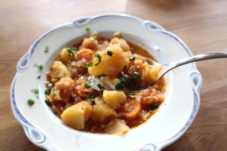 Kartoffel-Sauerkraut-Gulasch-vegetarisch10