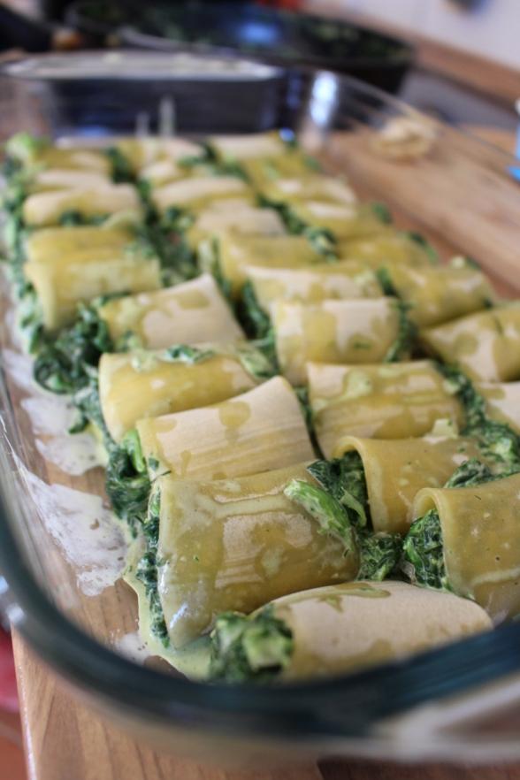 Canelloni_mit_Spinat_gefüllt_in_Tomatensauce_mit_Tofu06