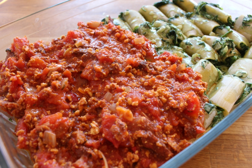 Canelloni_mit_Spinat_gefüllt_in_Tomatensauce_mit_Tofu08