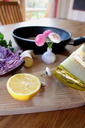 Rotkohl-Melone-Salat_mit_Ingwer-Zitronendressing02