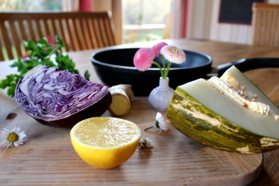 Rotkohl-Melone-Salat_mit_Ingwer-Zitronendressing03
